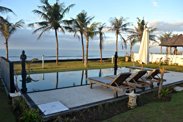 Crown Villa Bali pool