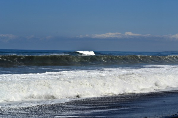 Huge waves at Purnama